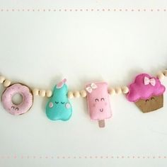 Ice cream and cupcake bunting garland for kids room. Felt Banner, Felt Garland, Bunting Garland, Garlands, Felt Crafts, Diy And Crafts, Sewing Projects, Projects To Try, Gift Wraping