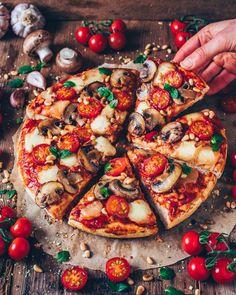 Tomato Mozzarella Mushroom Garlic Pizza by Comment if you want a slice! Tomato Mozzarella Mushroom Garlic Pizza by Comment if you want a slice! Vegan Mozzarella, Tomate Mozzarella, Comida Pizza, Pizza Food, Pizza Pizza, Pizza Bianca, Manger Healthy, Garlic Pizza, Best Pizza Dough