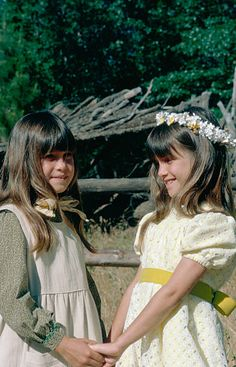 PRAIRIE 'The Godsister' Episode 14 Aired Pictured Lindsay Greenbush as Carrie Ingalls Sidney Greenbush as Alyssa Laura Ingalls Wilder, Lindsay Greenbush, Carrie, Bridal Dresses, Flower Girl Dresses, Michael Landon, Popular Tv Series, Old Tv Shows, Home Pictures