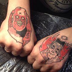 А вот так Васины ручки выглядят в паре. Левый кулак заживший. #frvrfrrs #frvrfrrstattoo #blacktattoo #evil #noir #cannibal #fisttattoo #handtattoo #russiantattoo #russiantattooartist
