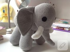 If we simply describe the amigurumi toy logic; This model must be special to the type of knitting, which can be called amigurumi doll. Amigurumi Elephant, Amigurumi Toys, Christmas Knitting Patterns, Knitting Stitches, Free Knitting, Diy Crochet, Crochet Hats, Fibres, Giraffes
