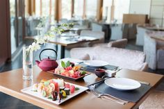 Did you know? #WhiteOrchid at our #JApalmtreecourt is just a short walk from your suite at The Residence and offers nightly sushi experiences and a traditional Teppanyaki table. Find out more: http://qoo.ly/dbk4