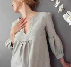 Dress/tunic with gathered sleeves.