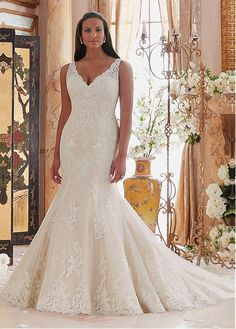 Buy discount Amazing Tulle V-neck Neckline Mermaid Plus Size Wedding Dresses With Lace Appliques at Dressilyme.com