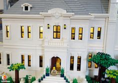 https://flic.kr/p/UQ2cWQ   LEGO Grand Villa