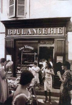 Willy Ronis, Boulangerie, L'Isle-sur-la-Sorgue, Vaucluse, 1979