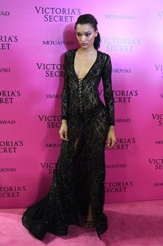 Lameka Fox Photos - US model Lameka Fox poses as she arrives for the after party for the 2017 Victoria's Secret Fashion Show in Shanghai on November 20, 2017. / AFP PHOTO / Chandan KHANNA / RESTRICTED TO EDITORIAL USE - 2017 Victoria's Secret Fashion Show in Shanghai - After Party