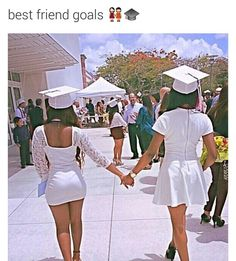 Me and my bff when we graduate ❤️❣ Go Best Friend, Best Friends For Life, Best Friend Goals, Best Friends Forever, Real Friends, Best Friend Pictures, Bff Pictures, Friend Photos, Senior Pictures