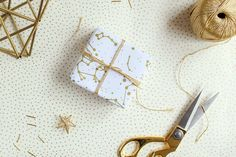 DIY : papier cadeau étoilé tout simple sur Vert Cerise  #diy #noel Gold Watch, Cufflinks, Blog, Wraps, Gift Wrapping, Gifts, Accessories, Lifestyle, Voici