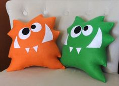 I could easy make some to match the colors in my boys' rooms :)