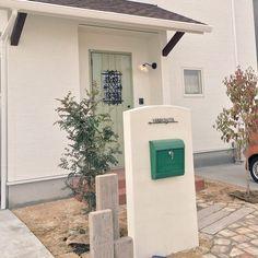 玄関/入り口/引っ越してすぐ/ナチュラル/HOME/玄関前/この後オリーブに植え替え…などのインテリア実例 - 2015-05-28 21:49:02   RoomClip(ルームクリップ)