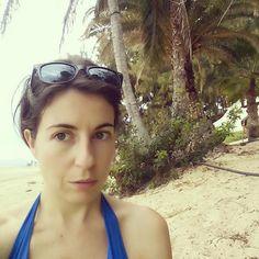 Rollito caribeño rodeada de palmeras que paran el viento y oyendo la música del chiringuito surfero  #sihicieracaloryaseriaperfecto #yvienetemporal by martinha_casanova