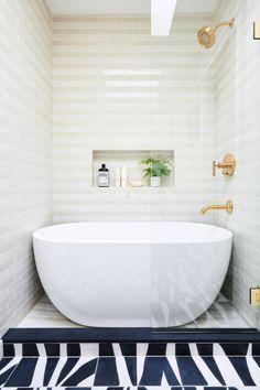 Bathroom Design With Walk-In Shower And Freestanding Bathtub Shower over bath / bath in walk/in shower space Bathtub Shower Combo, Shower Over Bath, Soaker Tub With Shower, Shower Faucet, Bathroom Renos, Bathroom Renovations, Bathroom Ideas, Bathroom Tubs, Bathroom Organization
