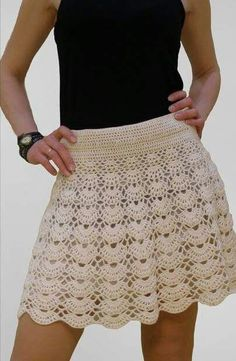 Today, I have a FREE crochet pattern for you! This roll is full of banana flavor. 28 Crochet Clothes That Will Make You Look Great Clothes S como coma aia em crochê Not-so-complicated-to-do crochet skirt Crochet Skirt Pattern, Crochet Skirts, Knit Skirt, Crochet Clothes, Dress Skirt, Lace Skirt, Shrug Pattern, Tutorial Crochet, Crochet Patterns