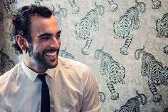 Además, Marco Mengoni es el artista que pone la banda sonora en Divinity  http://www.divinity.es/divinity_tv/Divinity-Jukebox-Enrique_Iglesias-bailando_2_1842780044.html