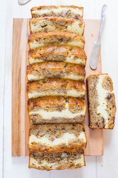 Cream Cheese-Filled Banana Bread - 23 Brunch Recipes That Are Almost Too Good To Be True Köstliche Desserts, Delicious Desserts, Yummy Food, Homemade Banana Bread, Banana Nut Bread Easy, Food Porn, Cream Cheese Filling, Banana Bread Cream Cheese, Banana Cream