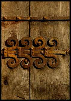 ''ronda' hinge - by Bruce Poole - rusty & intriguing design