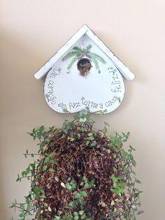 açaizeiro pintado em suporte para plantas.