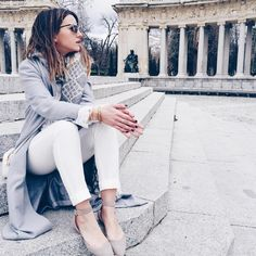 """""""White and grey outfit / white jeans - beige ballerinas or loafers - slouchy cardigan or coat"""