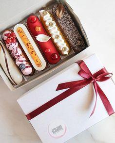 Eclairs, Profiteroles, Sweet Recipes, Cake Recipes, Dessert Recipes, Choux Cream, Truffle Boxes, Eclair Recipe, Bakery Packaging