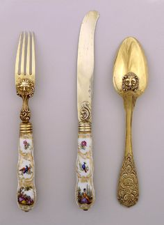 Spoon has large pointed bowl with stylized lion's head on the back. Flared stem with engraved decoration, on front scrolls and leaves (acanthus), on the back an elephant surrounded with scrolls and leaves (acanthus). Antique Metal, Rare Antique, Antique Silver, Vintage Cutlery, Cutlery Set, Terracotta, Dining Ware, Forks And Spoons, Art Deco