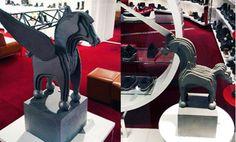 W sklepach #APIA, w gdyńskim #Klifie oraz w gdańskiej #GaleriiBałtyckiej, stanęły niezwykłe rzeźby #Tomasza Radziewicza.