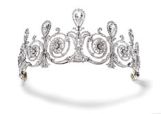Cartier, Paris, Tiara, 1905. Seven pear-shaped diamonds weighing approximately 17 carats in total, old- and rose-cut diamonds, millegrain setting in platiunum. (photo Cartier Collection.)