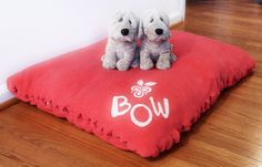 DIY no sew dog bed! I must do this! Dog beds can get so expensive! But this is a simple and inexpensive idea!