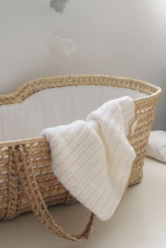 I really want to find a moses basket for the baby. Would be so nice for downstairs and when we go outside. Baby Needs, Baby Love, Little Babies, Little Ones, Baby Baskets, Laundry Basket, Baby Zimmer, Moses Basket, Baby On The Way