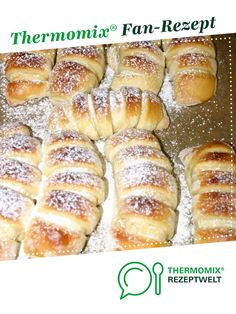 Pudding Croissants by A Thermomix ®️️ recipe from the Sweet Baking category at www.de, the Thermomix ®️️ community. Pudding Croissants by A Thermomix ®️️ recipe from the Sweet Baking category at www.de, the Thermomix ®️️ community. Croissants, Bolo Vegan, Vegan Cake, Baking Recipes, Whole Food Recipes, Cake Recipes, Dinner Recipes, Food Cakes, Whole Foods Bakery