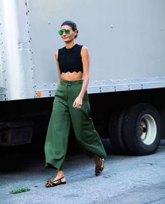 Walking Truck TO from credits to for , sunglasses top pants shoes London Fashion Weeks, New York Fashion, Paris Fashion, Style Fashion, Winter Fashion, The Sartorialist, Italian Women Style, Italian Fashion, Giovanna Battaglia