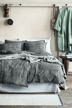 Give your bedroom a fresh look with soft bed linens in new prints and colours. | H&M Home