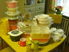 On the lookout for some vintage Pyrex of my own.