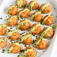 Albondigas de Salmon con salsa cremosa de Aguacate :