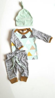 nice Baby boys mint triangles outfit set. Coming home outfit. Newborn up to 12 months.