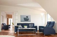 stressless arion heimkinokombination sowie ovaler hocker beistelltisch auf rollen von stressless. Black Bedroom Furniture Sets. Home Design Ideas