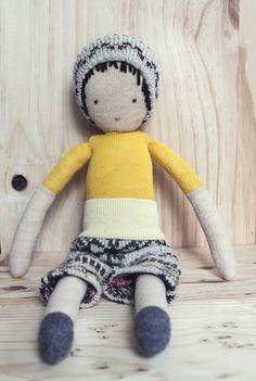 eco friendly wool boy doll poupée de laine récupéré