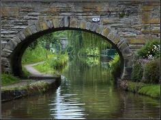 Bridge 92, Macclesfield Canal, Hall Green, Cheshire, UK