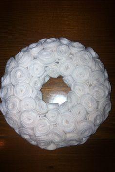 White wreath White Wreath, Candle Holders, Wreaths, Candles, Handmade, Hand Made, Door Wreaths, Porta Velas, Candy