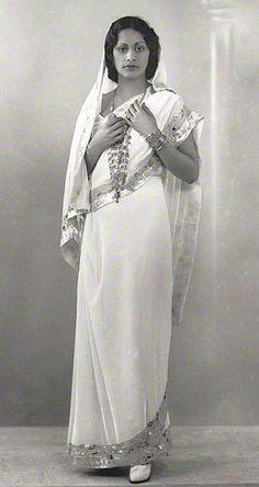 Maharaj Kumari Lalitarni Devi of Burdwan - Daughter of Sir Bijay Chand Mahtab, Maharaja Bahadur of Burdwan. Royal Indian, Indian Costumes, Vintage India, Royal Tiaras, India People, Vintage Photography, Indian Dresses, Indian Beauty, Indian Fashion