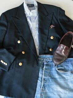 A more formal double breasted blazer contrasts nicely with a favorite pair of faded jeans. Mature Mens Fashion, Preppy Mens Fashion, Blazer Fashion, Mens Slacks, Wonderful Day, Estilo Preppy, Black Velvet Blazer, Ivy Style, Country Attire