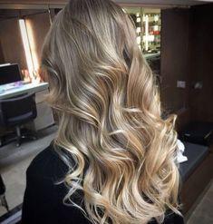 Blonde Hair Shades, Honey Blonde Hair, Blonde Hair Looks, Brown Hair Balayage, Hair Color Balayage, Hair Highlights, Fresh Hair, Hair Goals, Dyed Hair