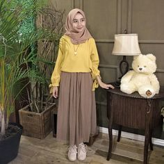 Ideas for skirt hijab style casual skirt 849843392164809235 Street Hijab Fashion, Muslim Fashion, Skirt Fashion, Korean Fashion, Fashion Dresses, Hijab Gown, Hijab Style Dress, Casual Hijab Outfit, Hijab Chic