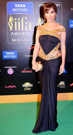 Sophie Choudry on the IIFA 2013 Green Carpet #Bollywood #Fashion