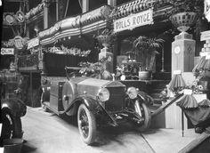 1º Salão Automóvel realizado no Coliseu dos Recreios em Lisboa, 1925. Fotógrafo: Mário Novais, 1899-1967. Data de produção da fotografia original: 1925.  [CFT003 101890.ic]