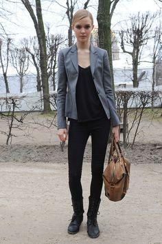 Black + gray blazer + tan bag Winter Wear, Autumn Winter Fashion, Winter Style, Tan Bag, Josephine Skriver, Office Fashion, Style Me, Black And Grey, Fashion Photography