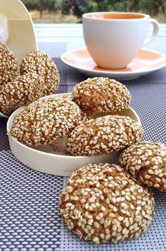 μπισκότα με ταχίνι Greek Sweets, Greek Desserts, Greek Recipes, Healthy Desserts, Pastry Recipes, Cookie Recipes, Dessert Recipes, Biscuit Cookies, Biscuit Recipe