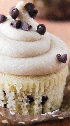 Chocolate Chip Cupcakes With Cookie Dough Buttercream ~ light and moist, with chocolate chips sprinkled evenly throughout, and the frosting tastes just like cookie dough!