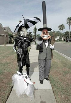 Halloween is just around the corner and all are very excited about the costumes they are going to wear. Explore our Halloween classy costume ideas. Hallowen Costume, Family Halloween Costumes, Christmas Costumes, Halloween Cosplay, Cool Costumes, Costume Ideas, Tim Burton Halloween Costumes, Halloween Games, Cosplay Ideas