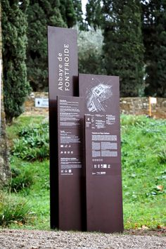 A site entrance signage composed of a set of screen-printing totems is dressing up the Fontfroide Abbey. Design et photos : ©Jean Couvreur Pylon Signage, Entrance Signage, Outdoor Signage, Entrance Design, Wayfinding Signage, Signage Design, Environmental Graphic Design, Environmental Graphics, Architectural Signage